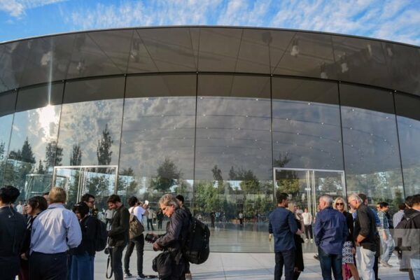 Apple_Park_glass_walls